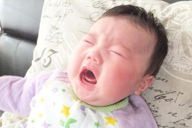 黄昏泣き・コリックはいつまで?赤ちゃんが泣く時間、原因と対策