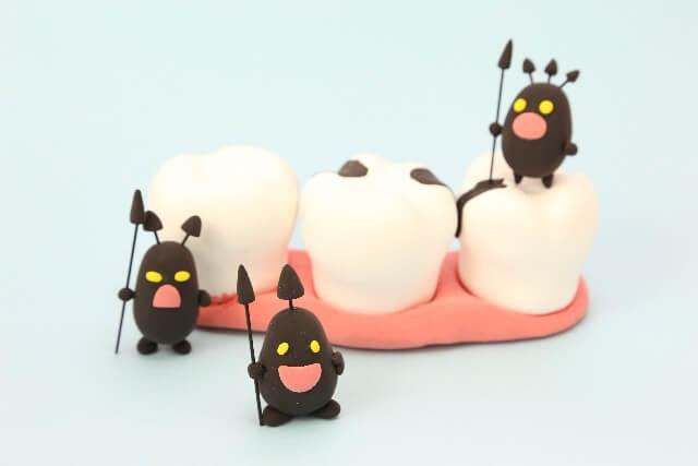 赤ちゃんの歯磨きはいつから?乳歯が虫歯になる原因と虫歯の予防法