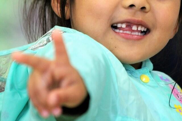 子供が自分で歯磨きするのはいつから?虫歯予防の指導と注意点
