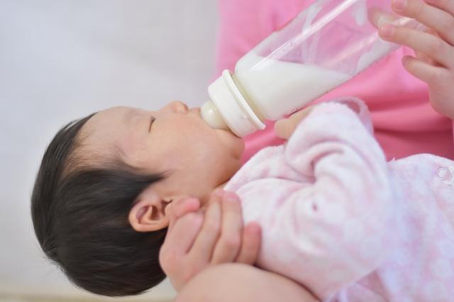 哺乳瓶の煮沸消毒、薬液消毒、電子レンジ消毒のやり方